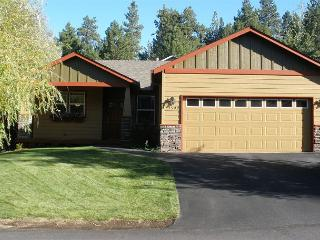 Light, bright, art especially created for this home. Minutes to Old Mill!! - Bend vacation rentals