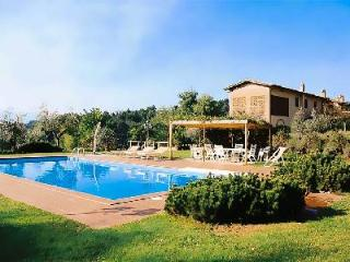 Family-friendly Casa Luciana with countryside views, fenced pool and outdoor wood oven - Montecarlo vacation rentals