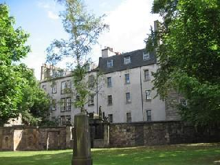 The apartment from Greyfriars churchyard - Greyfriars 6: quiet Edinburgh City Centre retreat - Edinburgh - rentals