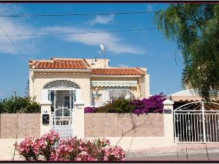 Lovely detached sunny villa, La Marina, Spain. - La Marina vacation rentals