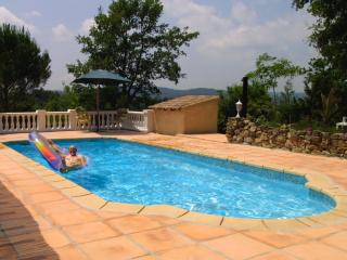 Villa Amboise- 5 Bedroom Rental with a Pool, Terrace, and Grill - Montauroux vacation rentals
