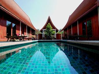 Green Gecko: private pool,Thai food + authenticity - Prachaksinlapakhom vacation rentals