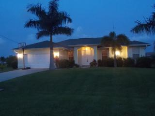 VILLA PALM TREE, SOLAR HEATED POOL, GARDEN, BIKES - Cape Coral vacation rentals