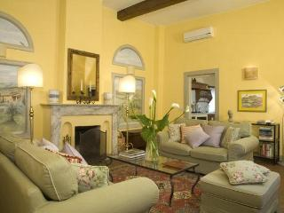 Palazzo Antellesi 2 Bedroom Apartment in Florence - Florence vacation rentals