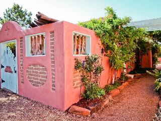 Casita Ortega - Luxury, walk to plaza, patio, hot tub, wifi, private parking - New Mexico vacation rentals