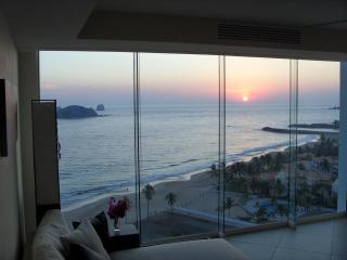 BVG Marina. Unbelievable Luxury & Views! (No Fees) - Ixtapa vacation rentals