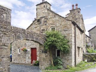 BEEHIVE COTTAGE, pet-friendly, character holiday cottage, with open fire, in High Bentham, Ref 4083 - Fourstones Near Bentham vacation rentals