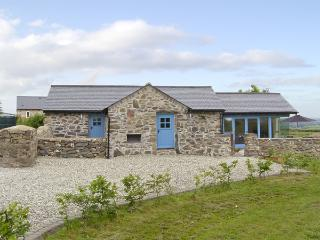 BWTHYN GWYN, family friendly, country holiday cottage, with a garden in Penmynydd, Ref 3876 - Llanfairpwllgwyngyll vacation rentals