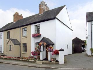 NUMBER 7, pet friendly, character holiday cottage, with a garden in Allestree, Ref 4104 - Leicestershire vacation rentals