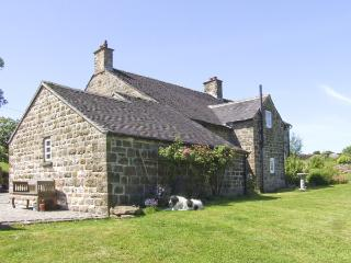 WILLOW HOUSE COTTAGE, pet friendly, country holiday cottage, with a garden in Winkhill, Ref 4095 - Leek vacation rentals