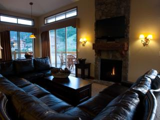 5 Star Ski/Out, 4BD VIEW Luxury Condo w/ hot tub! - Park City vacation rentals