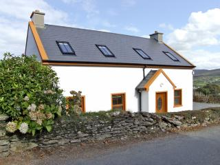 MARY AGNES COTTAGE, pet friendly, with a garden in Allihies, County Cork, Ref 4358 - County Cork vacation rentals