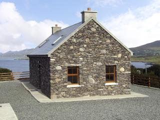 CAHIRKEEN COTTAGE, pet friendly, with a garden in Allihies, County Cork, Ref 4355 - County Cork vacation rentals