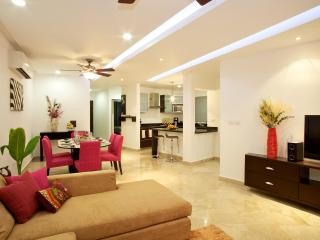 Great 2Bed/2Bath Condo-Steps Mamitas Beach/5th Ave - Playa del Carmen vacation rentals