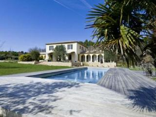 Lovely Villa with a Pool, in Le Puy Sainte Reparade - Clugnat vacation rentals