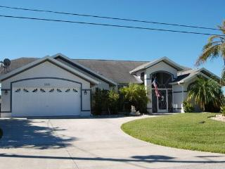 House Waterside with 4 bedrooms and a pool - Cape Coral vacation rentals