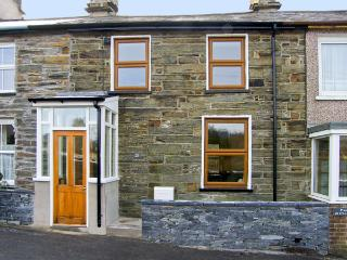 25 TYN Y MAES, family friendly, country holiday cottage, with a garden in Llan Ffestiniog , Ref 4396 - Manod vacation rentals