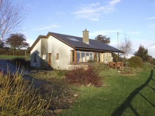 MINMORE FARM COTTAGE, pet friendly, country holiday cottage, with a garden in Shillelagh, County Wicklow, Ref 4413 - Kiltegan vacation rentals