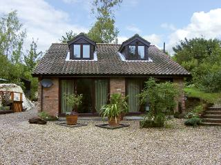 QUARRYSIDE, country holiday cottage, with a garden in Muckton Bottom, Ref 4308 - Louth vacation rentals