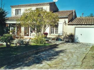 2 Bedroom Villa with parking, garden 5 min center - Bouches-du-Rhone vacation rentals