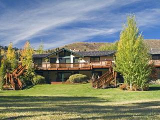 5,000 Sq Ft 5 Bedroom Riverfront Home on 3 acres - Wyoming vacation rentals