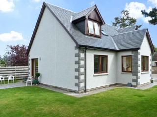 BRUACH GORM COTTAGE, pet friendly, country holiday cottage, with a garden in Grantown-On-Spey, Ref 4447 - Forres vacation rentals
