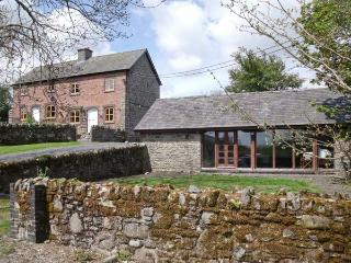 BYRDIR COTTAGE, pet friendly, character holiday cottage, with a garden in Rhayader, Ref 4383 - Mid Wales vacation rentals
