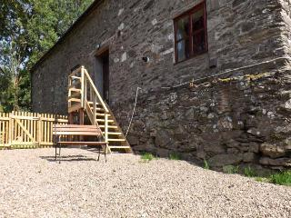 GRAIG LAS, pet friendly, character holiday cottage, with hot tub in Llangynog, Ref 4347 - Llanbrynmair vacation rentals