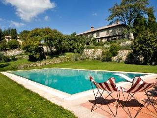 Restored country house Aioloa part of a 1700-acre estate with pool ideal for families - Trevinano vacation rentals