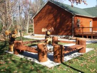 Chocolate Moose Lodge on 6th hole of golf course - Wisconsin Dells vacation rentals