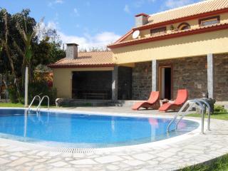 Pool Garden Ocean views Walks & Restaurants close - Calheta vacation rentals