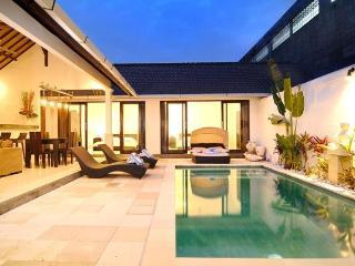 VILLA TEMAN 3BR VILLA W/ POOL IN SEMINYAK - Umalas vacation rentals
