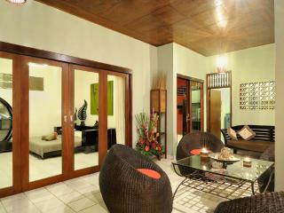 LEGIAN VILLA - 5 MINS WALK TO BEACH - VERY CHEAP!! - Legian vacation rentals