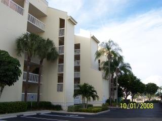 Beautiful 2br condo one block from beach - Marco Island vacation rentals