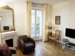 Serene Caulaincourt - Romantic Paris rental - Paris vacation rentals