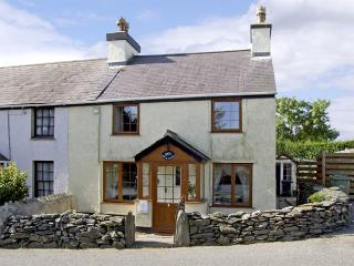 BRYN GOLEU, pet friendly, character holiday cottage, with a garden in Llanfaethlu, Ref 4274 - Church Bay vacation rentals