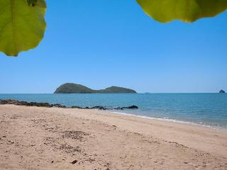 Paradise in Palm Cove 1-2 bedroom near the beach - Clifton Beach vacation rentals