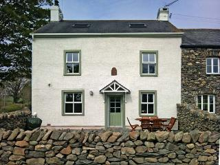 LOW SCATHWAITE, family friendly, luxury holiday cottage, with a garden in Greenodd, Ref 4475 - Cartmel vacation rentals