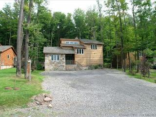 Comfortable mountain home is a short walk to the Timberline Trails! - Petersburg vacation rentals