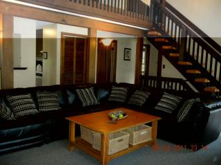6 Bedroom-SunPorch-bed- common areas on 1st floor - Narragansett vacation rentals