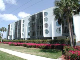 Grandview Condo--*Walk to the Beach*Cheap Rates*! - Marco Island vacation rentals