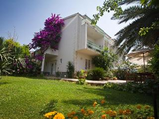 Villa Juradin: Comfortable accommodation near sea - Podstrana vacation rentals