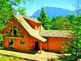 5-Star Luxurious Riverfront Log Home, Amazing View - North Bend vacation rentals