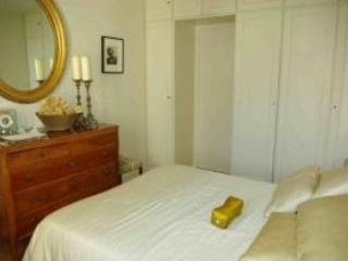 Bedroom with queen size bed - Elegant Rental at Boulevard Raspail in St. Germain - Paris - rentals