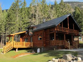 Smiley Wolf Cabin - Magical place near Golden, British Columbia - Kootenay Rockies vacation rentals