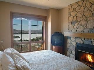 Luxury Condo - sleeps 5 - Directly on ski slopes - Lac-Superieur vacation rentals