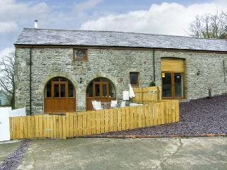 THE STABLES, romantic, luxury holiday cottage, with hot tub in Llandysul, Ref 4514 - Aberaeron vacation rentals