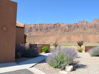 GREAT RATES: HOT TUB/POOL/WIFI/1600 SQFT/W and D - Moab vacation rentals