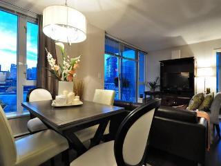 Luxury 2 bedroom Harbour View Apartment Crosstown - Vancouver vacation rentals