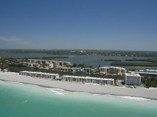 Beachfront - Ground floor - 2BR - Free Boat docks - Siesta Key vacation rentals